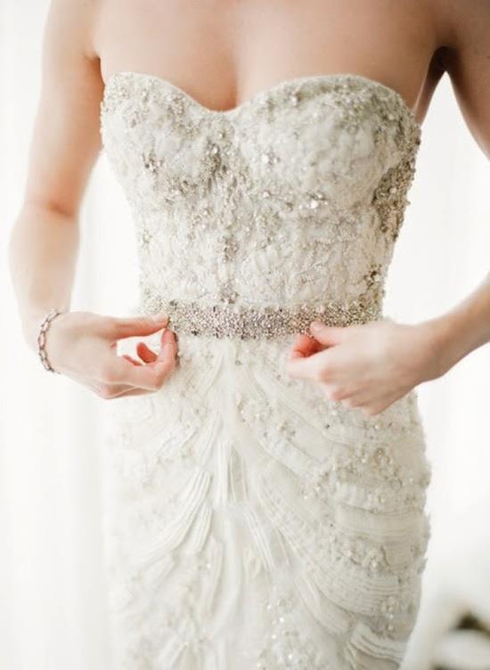 Rochia de mireasă: 8 paşi esenţiali în găsirea rochieiideale!
